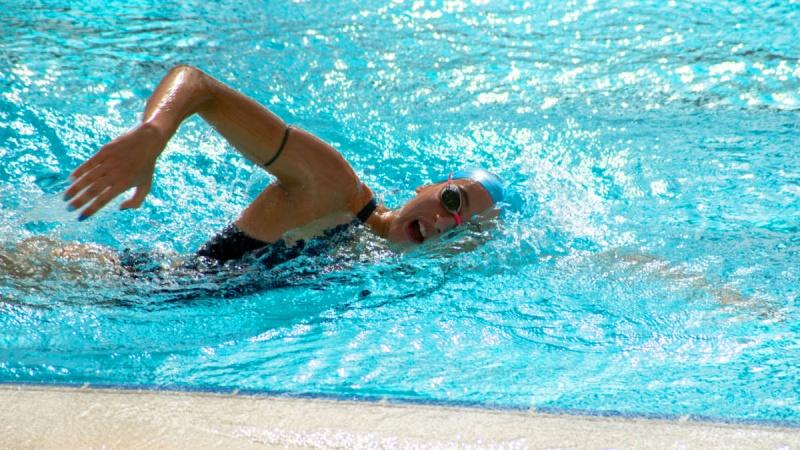 [水泳] 水中の動作をチェックするのに防水スマホを利用する